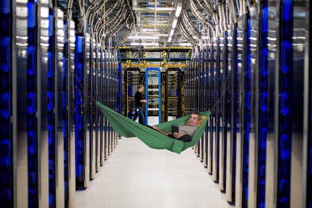 Някои служители на Microsoft са спели в центровете за данни по време на пандемия