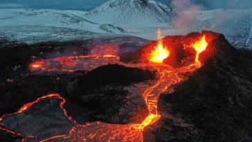 Дрон изчезва в пламъците на вулкан
