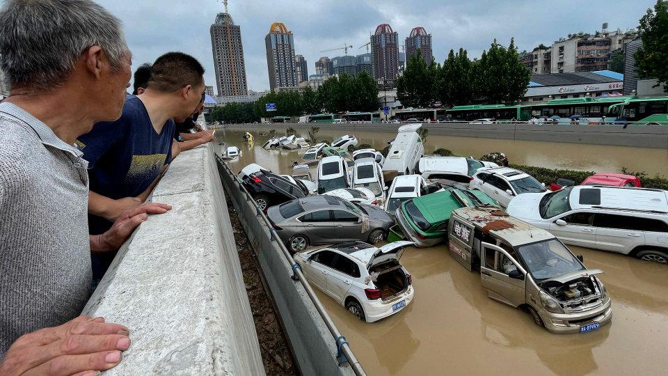 Наводненията в Китай може да забавят доставките на iPhone 13