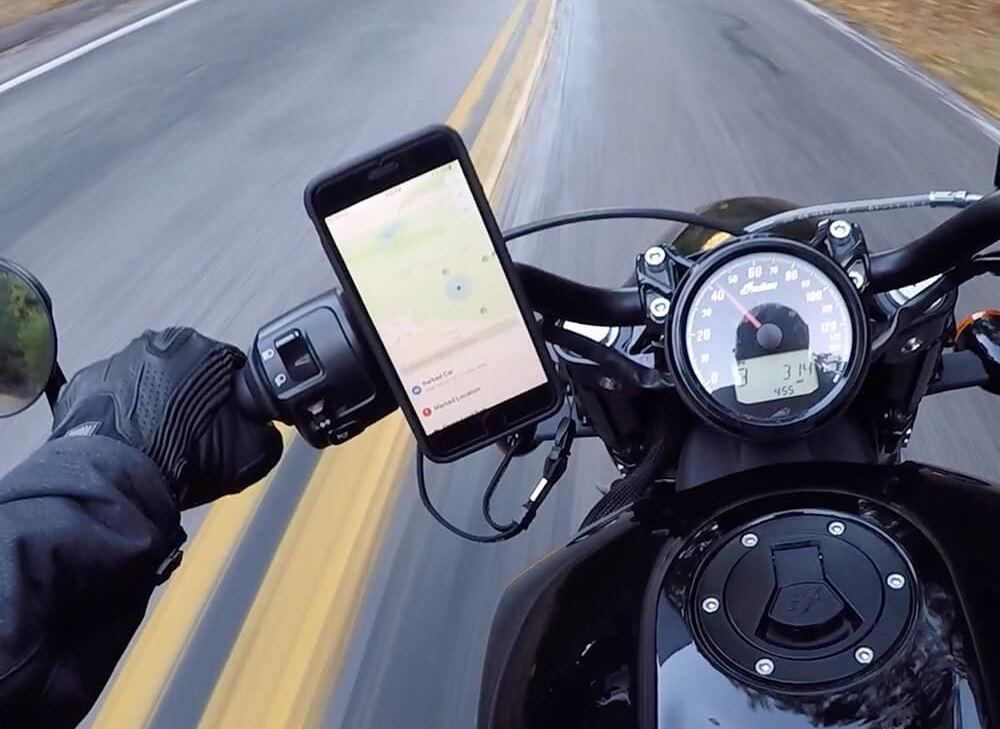 Apple предупреждава,  че вибрациите от мотоциклет могат да повредят iPhone